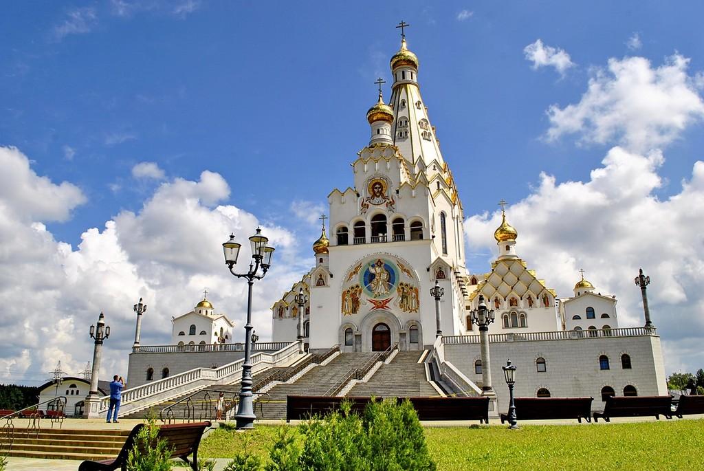 Храм-памятник Всех Святых.