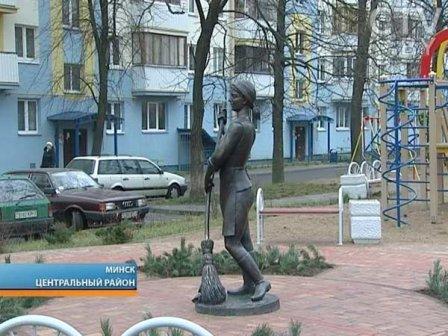 Памятник дворникам (Женщина с метлой)