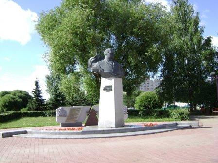 Памятник Ивану Якубовскому