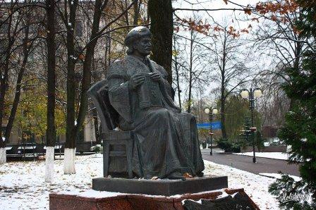 Памятник Франциску Скорине в Минске (у БГУ)