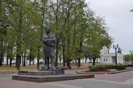 Памятник Максиму Богдановичу