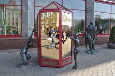 Скульптура «Покупатели» (Памятник шопоголикам)